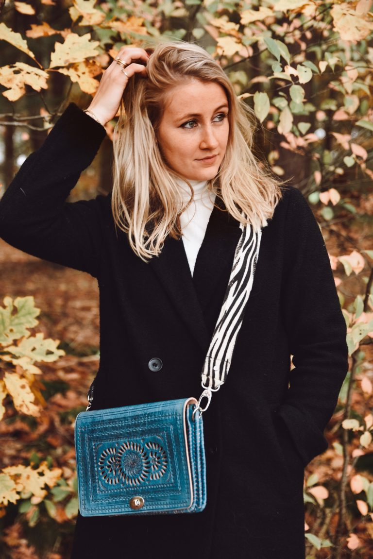 blue leather bag with bagstrap zebra