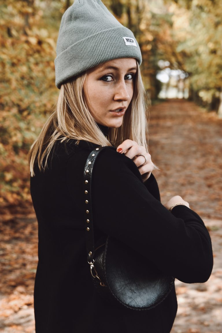 black round bag with bagstrap studs short